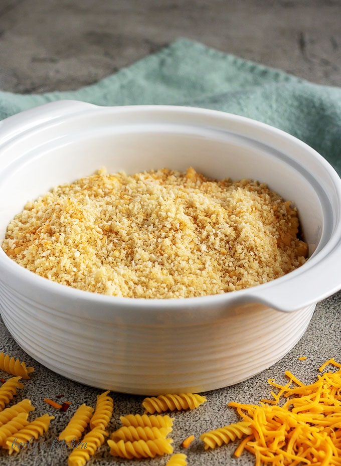 The baked macaroni and cheese has been mixed and topped with breadcrumbs just before the baking process.