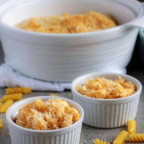 A photo of the finished baked macaroni and cheese seved in two white ramekins.
