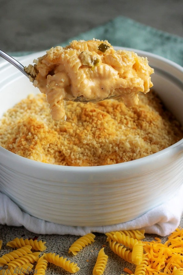 Baked macaroni and cheese has bits of jalapenos, red pepper flakes, cheddar cheese, panko topping, and a secret ingredient to make it extra creamy. #jalapenos #cheese #macandcheese #macaroniandcheese #cheddar #spicy #dinner