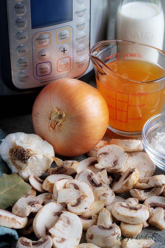 The easy mushroom soup ingredients likes fresh mushrooms, vegetable broth, and white onions.