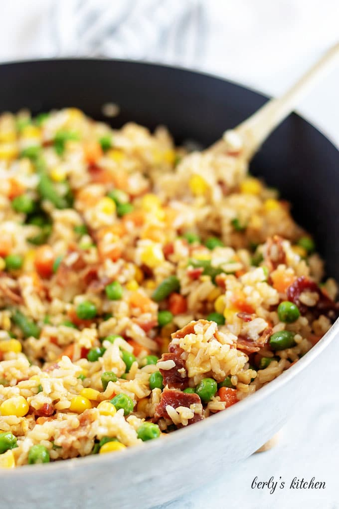 The fried rice is done cooking and is now ready for serving.