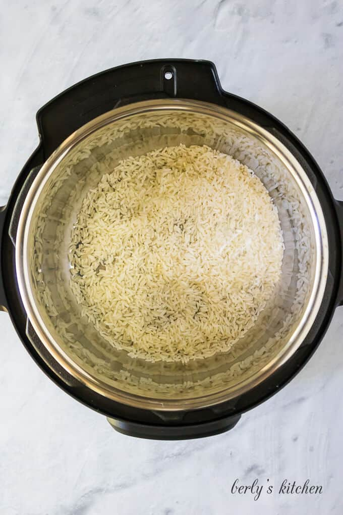 Dry rice and oil have been added to the liner.