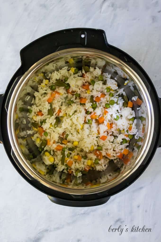 The lid has been removed showing the steam rice and veggies.