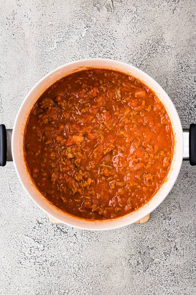 Cooked marinara, beef and other ingredients in a large saucepan.