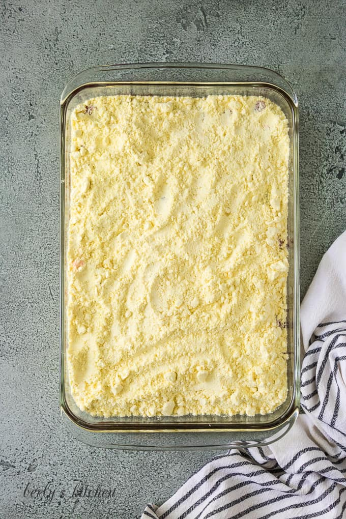 The yellow cake mix has been sprinkled over the pie filling.