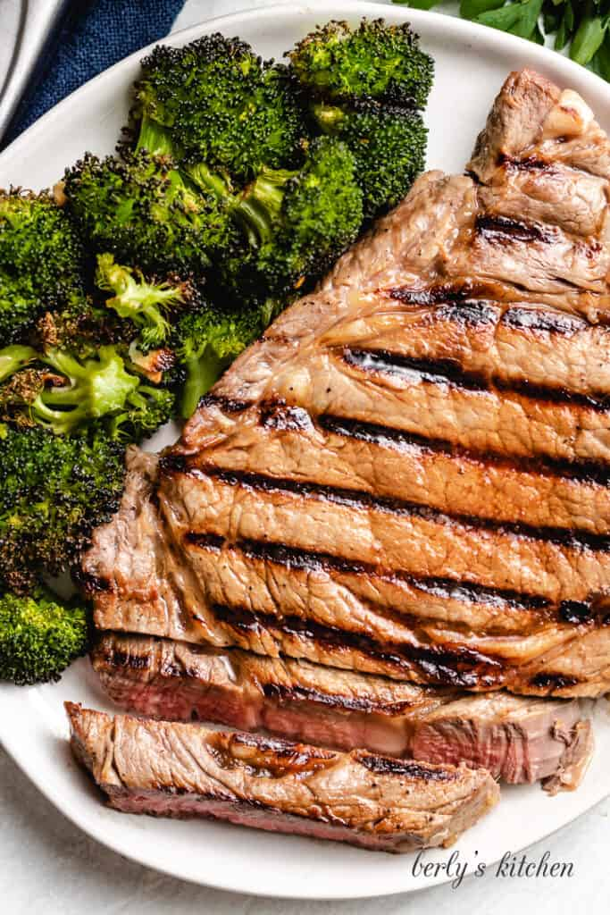An aerial view of the sliced grilled steak.