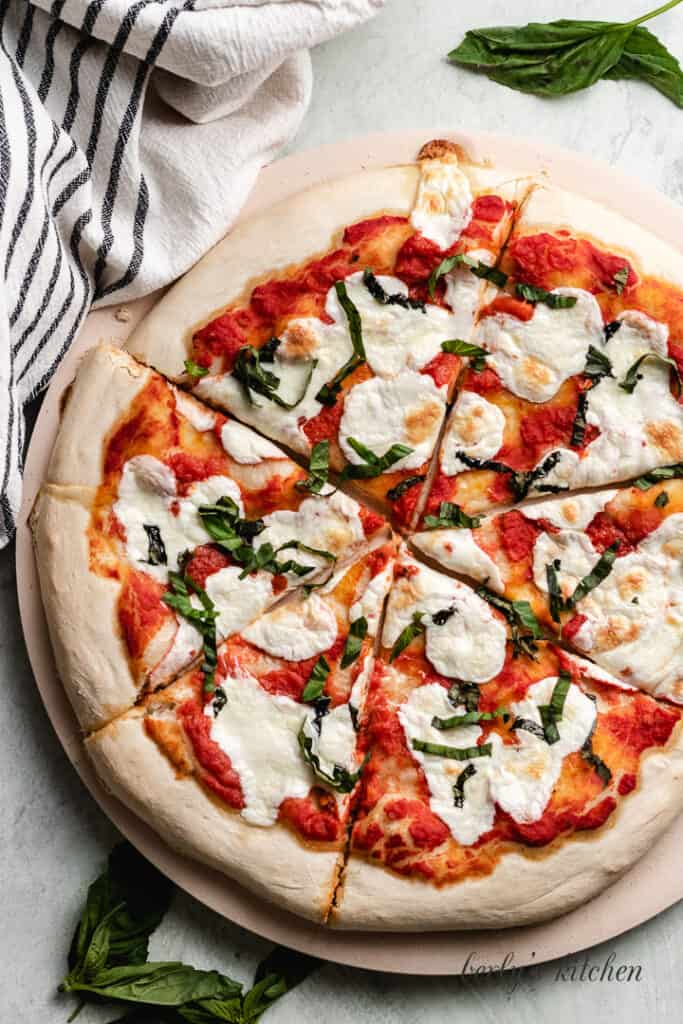 A top-down view of the finished easy Margherita pizza.