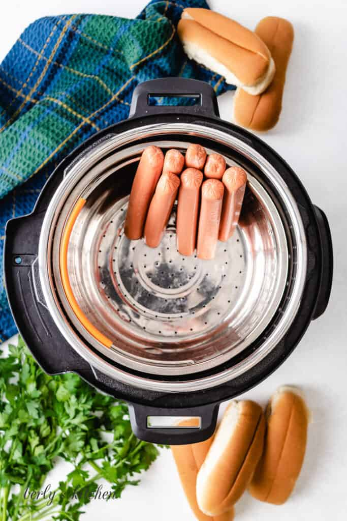 An aerial view of the sausages in the pressure cooker.