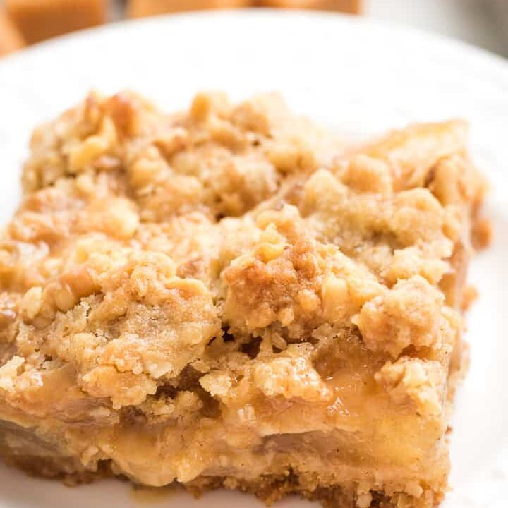 A single apple crumble bar on a plate.