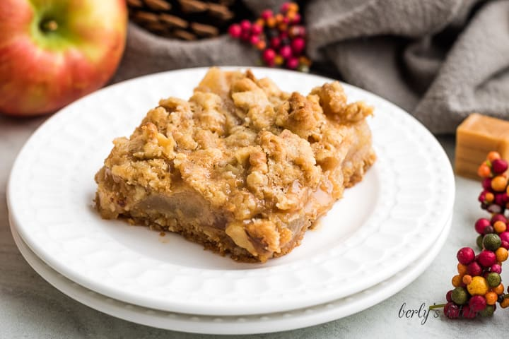 A serving of the apple crumble bars on a plate.