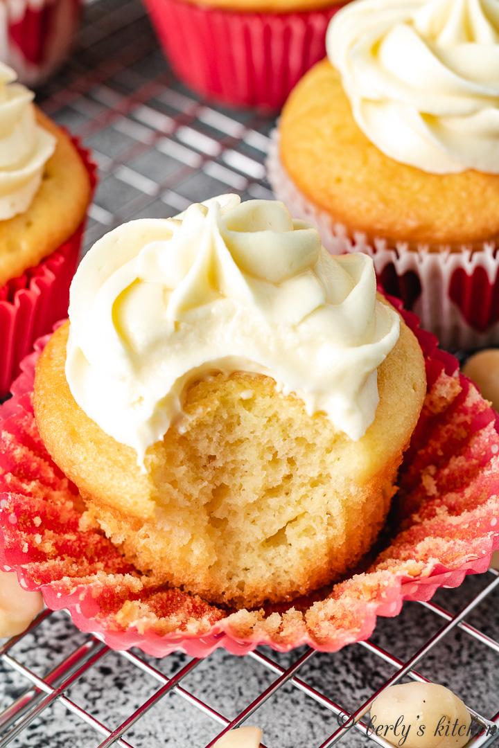 Macadamia cupcakes 12 macadamia cupcakes with white chocolate frosting