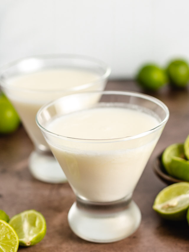 Key lime cocktail in martini glasses.